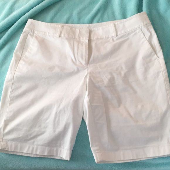 Ann Taylor Gray Or Beige Walking Bermuda Boardwalk Shorts 14 Mint!